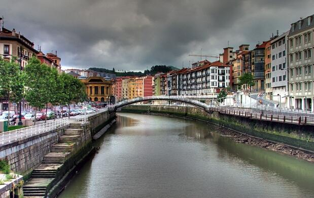 Bilbao, Hotel 4* en AD+cena+Guggenheim para 2
