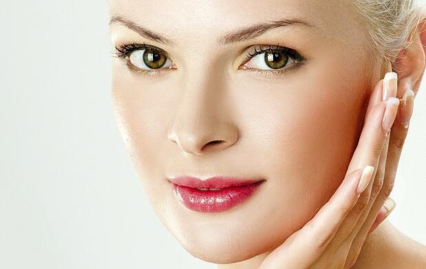 Limpieza facial y  esmaltado de uñas