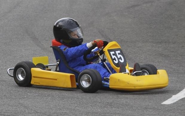 Tanda de karting para adultos y niños