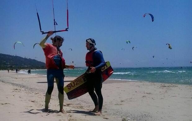 Bautismo de kitesurf para dos en Tarifa