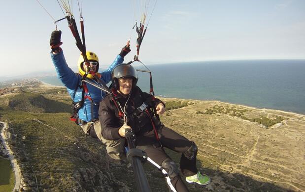 Vive la experiencia de volar en parapente