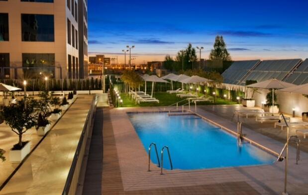 Menú para 2 + piscina en Hotel Hilton