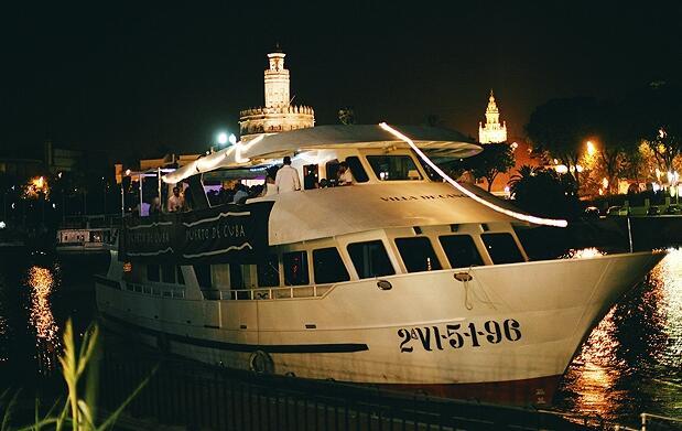 Paseo en barco + copa